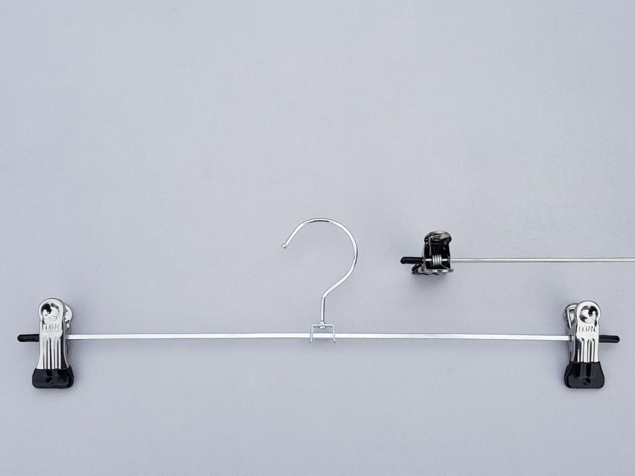 Довжина 35 см. Плічка металеві оцинковані з прищіпками затискачами для брюк і спідниць