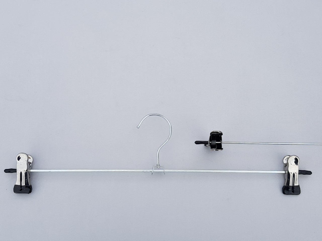 Довжина 40 см. Плічка металеві оцинковані з прищіпками затискачами для брюк і спідниць