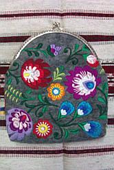 Косметичка-гаманець з вишивкою с