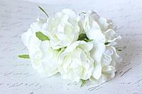 Декоративные цветы розы (эустомы) диаметр 4,5-5,5 см молочного белого цвета, фото 1