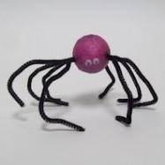 Паук из трубоочистительной проволоки на Хэллоуин