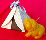"""Восковая свеча """"Мечтательная свинка """" из натурального пчелиного воска, фото 7"""