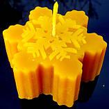 """Новогодняя восковая свеча """"Снежинка #2"""" из натурального пчелиного воска, фото 4"""