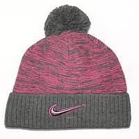 Брендовая мужская вязаная шапка с бубоном Nike серая с сиреневым шерстяная теплая качественная Найк реплика