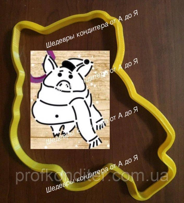 """Пластиковая вырубка """"Свинка в шарфике №2"""" 13см"""