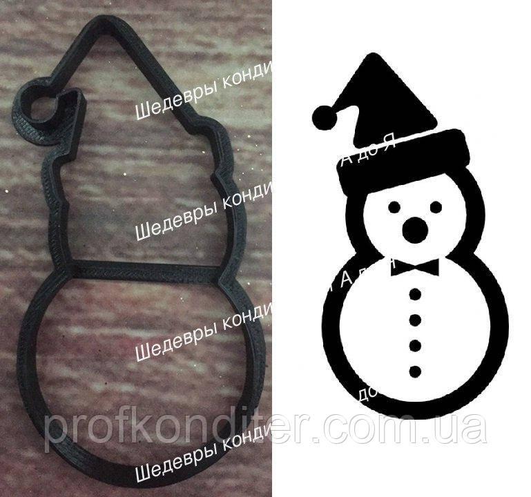 """Пластиковая вырубка """"Снеговик в шапочке"""" 10см"""