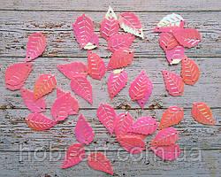 Паєтки листочок рожевий перламутр 2,5х1,5см, 20шт. (РТ-032)