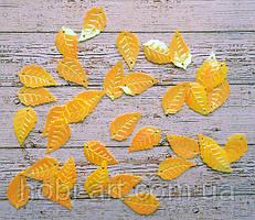 Паєтки листочок жовтий перламутр 2,5х1,5см, 20шт. (РТ-028)