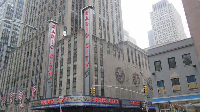 Раздел Женские костюмы - фото teens.ua - Нью-Йорк,концертный зал Радио Сити