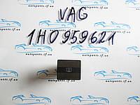 Кнопка обогрева заднего стекла Golf 3 1h0959621