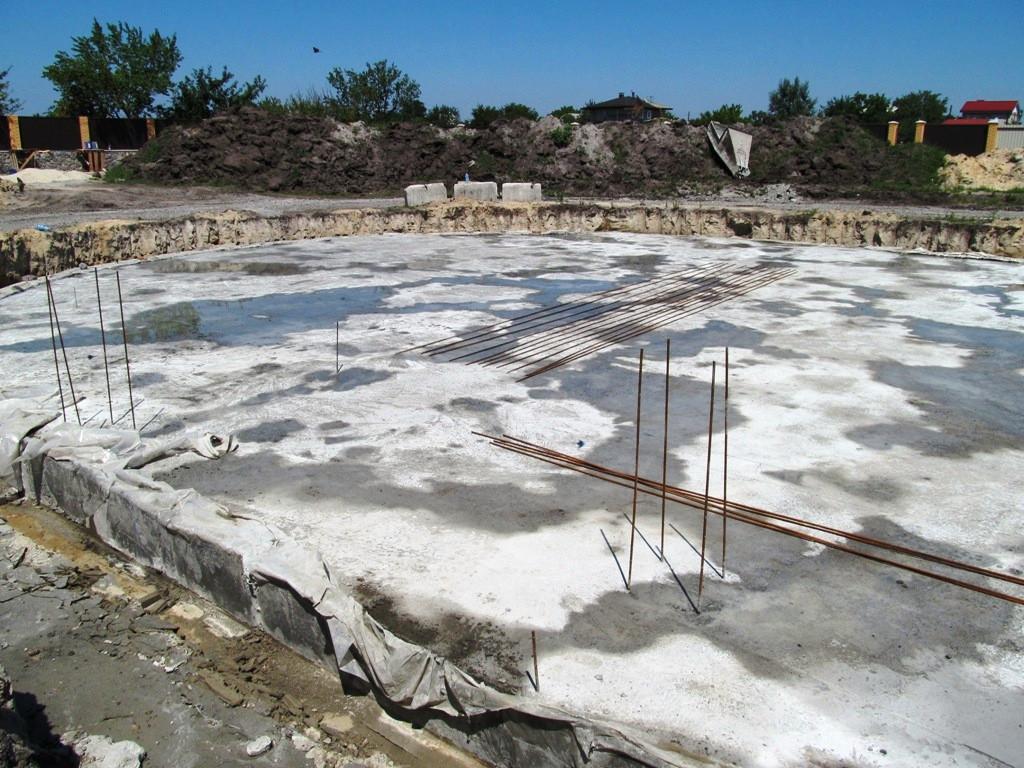 Первичная гидроизоляция фундаментной плиты частного дома в г. Кременчуг