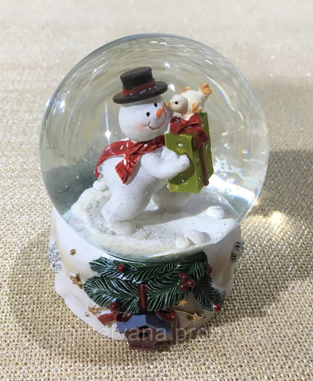Снежный шар 9 см снеговик с птичкой