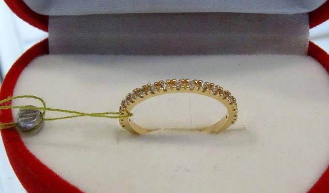 Женское золотое узкое кольцо с камнями