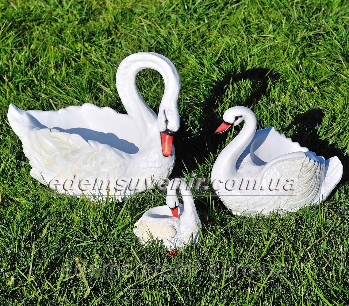 Садовая фигура Лебеди кашпо