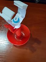 Ниппельная поилка с чашкой для цыплят на трубу 25 мм
