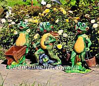 Садовая фигура Лягушка с тачкой, Лягушка с ведрами, Лягушка с корзиной