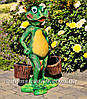 Садовая фигура подставка для цветов Лягушка с тачкой, Лягушка с ведрами и Лягушка с корзиной, фото 3