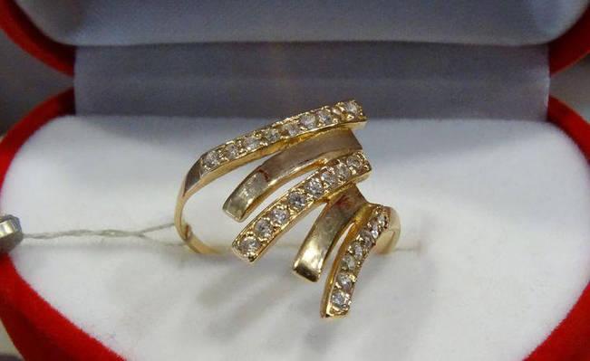 Элегантное кольцо золотое с куб. цирконием