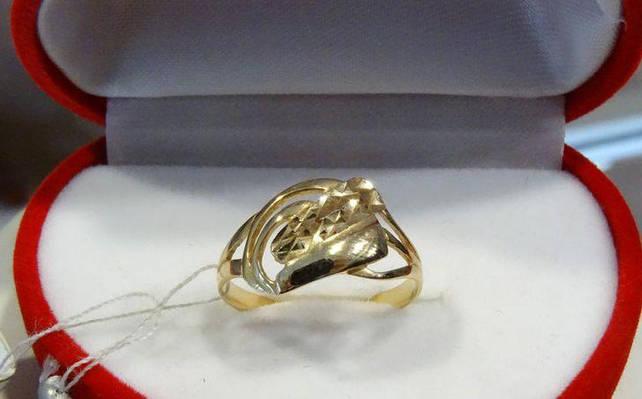Кольцо золотое с лазерной гравировкой