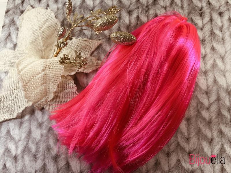 Карнавальный розовый парик-каре для яркого приображения на Новый Год