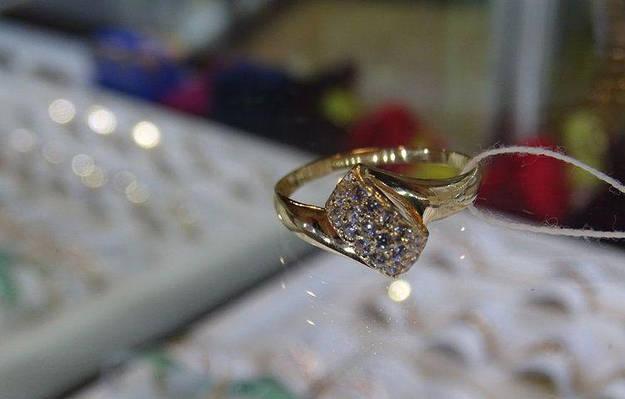 Золотое кольцо женское  геометрической формы