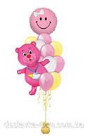 Композиция из гелиевых воздушных шаров на рождение девочки с розовым мишкой