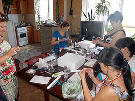 Работы участниц мастер - класса по лепке цветов из сахарной мастики г.Луганск