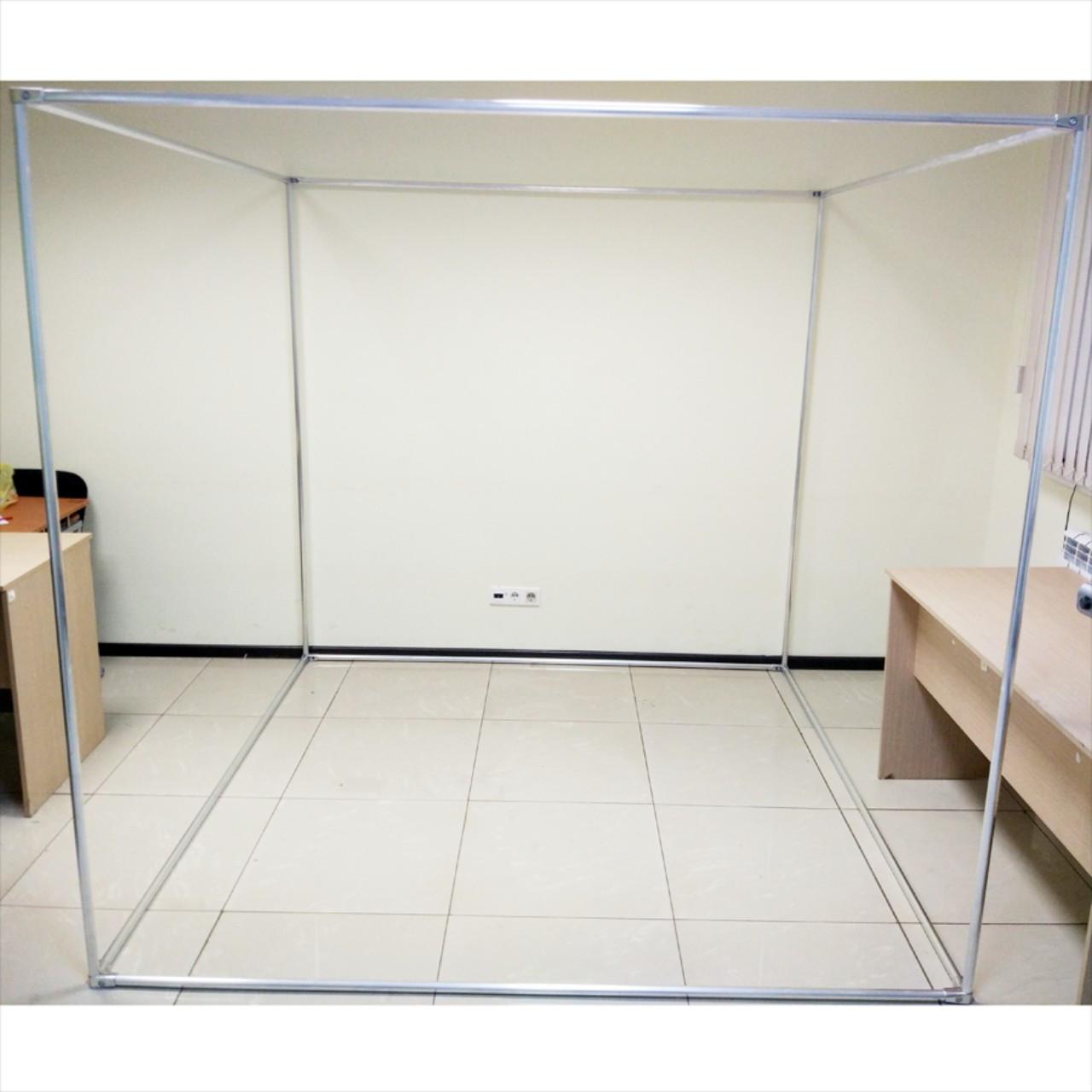 Рекламная конструкция в форме куба