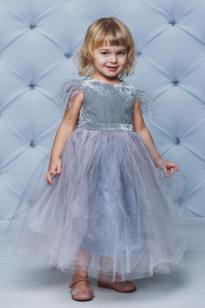 Нарядное велюровое платье с крылышками  Серое
