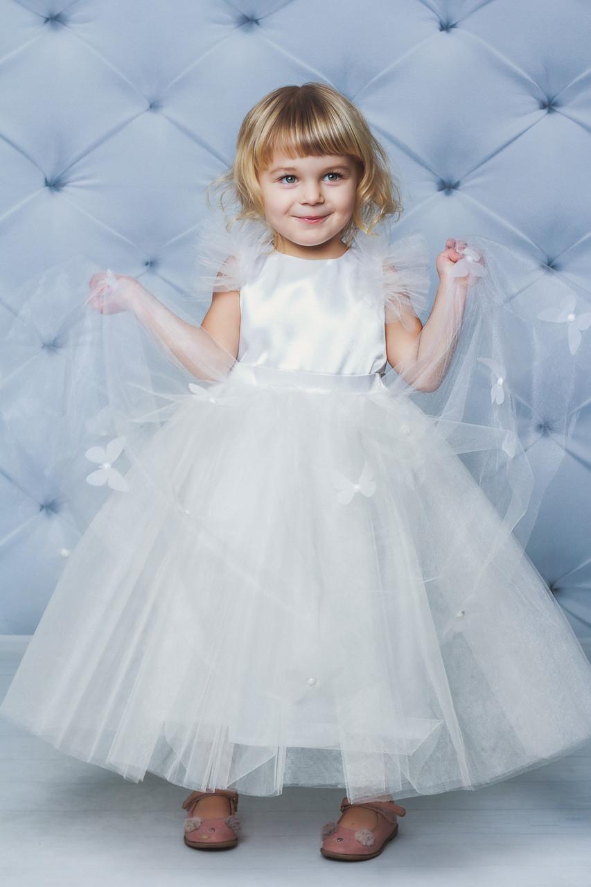 Нарядное атласное платье с бабочками  бежевое