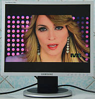 Тонкий TFT монитор 17 дюймов - Samsung 740N (с кабелями в комплекте)