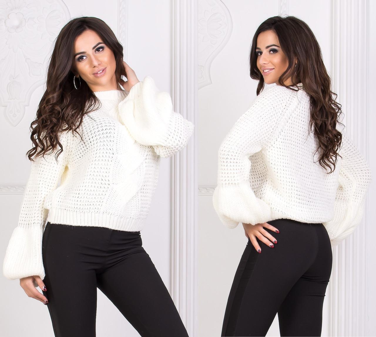 Теплый свитер со свободными рукавами