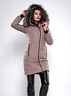 Стильная женская куртка украшена мехом