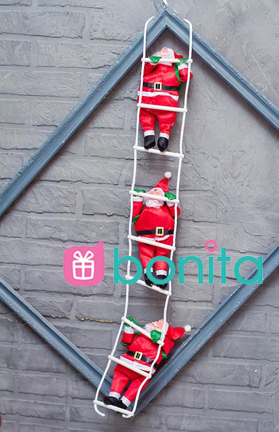 Новогоднее украшение Bonita Три фигуры Деда Мороза по 30 см ползут на лестнице