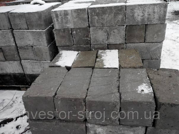 Доставка полнотелого бетонного блока