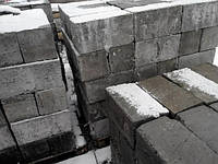 Бетонный блок полнотелый
