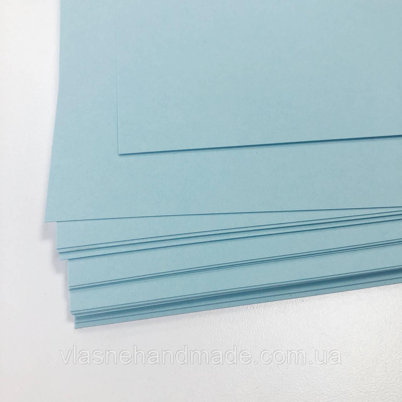 Картон дизайнерський - блакитний - гладкий - 19х25 см - 290 г./м.кв