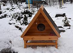 Деревянный домик для кошки