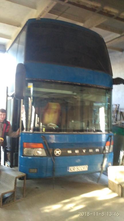 Производств и замена лобового стекла триплекс на автобусе Setra 328  в Никополе (Украина). 71