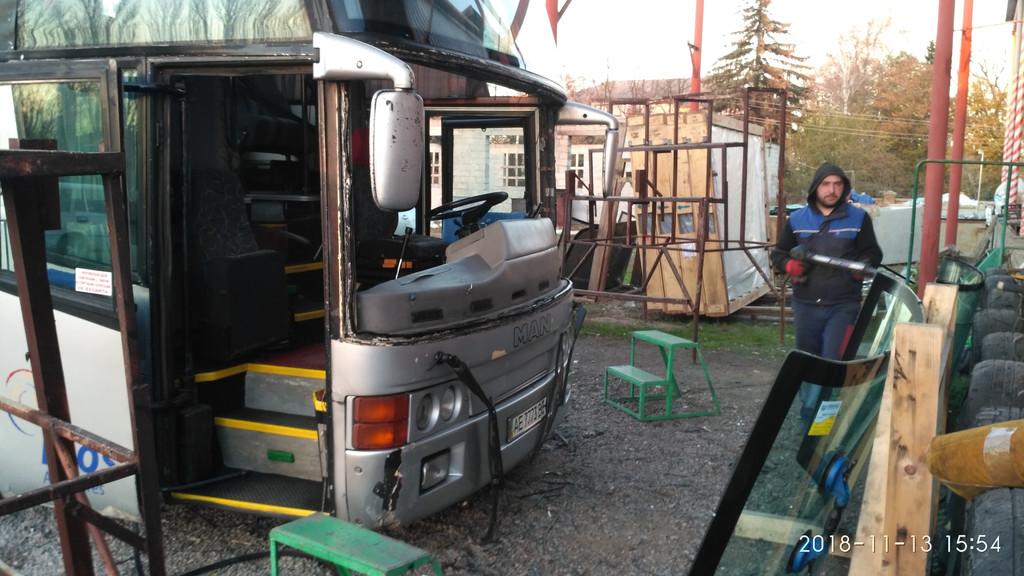Производств и замена лобового стекла триплекс на автобусе MAN 470 16.360 HOCL Noge Etna  в Никополе (Украина). 70