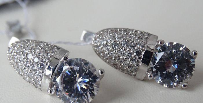 Нежные серебряные серьги