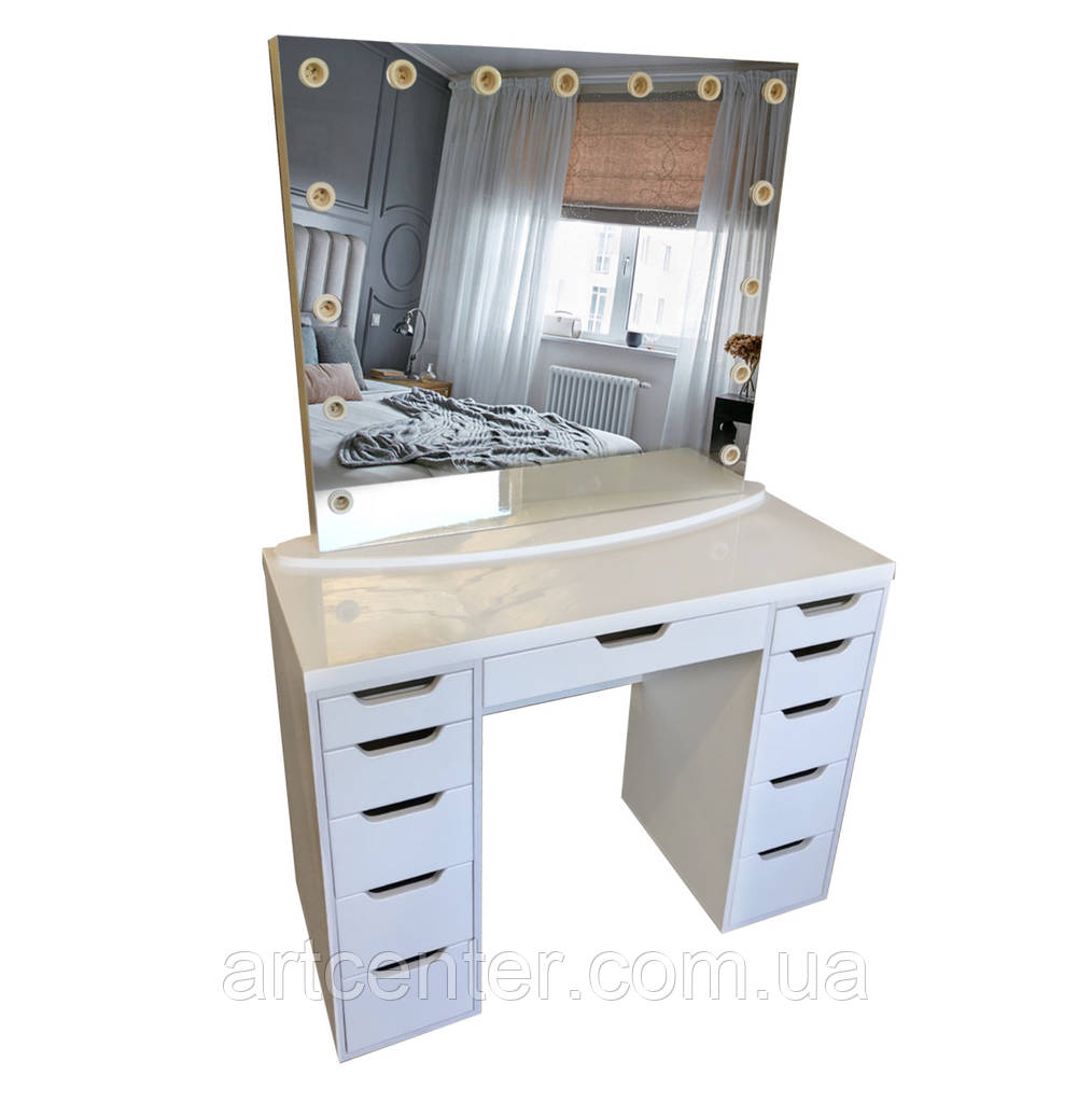 Стол для визажиста,  туалетный столик,  гримерный столик с ящиками