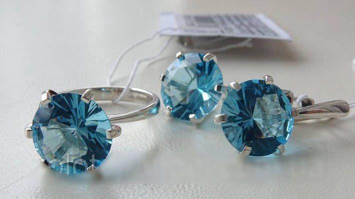 Серебряные серьги голубым камнем