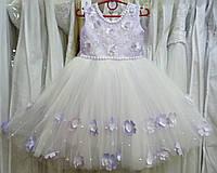 3.208 Нежное сиренево-белое нарядное детское платье-маечка с бабочками и цветочками на 3-5 лет