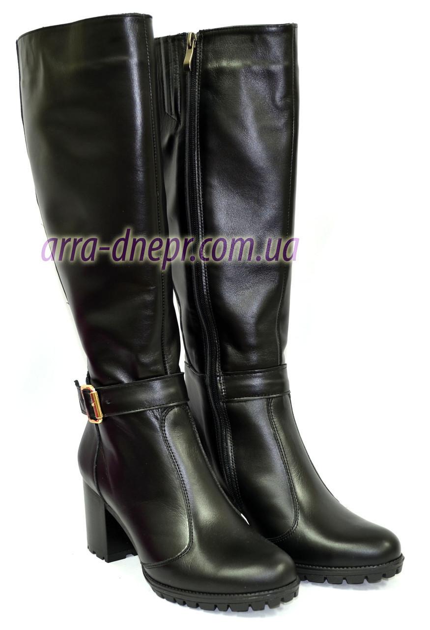 Женские сапоги на устойчивом каблуке, из кожи черного цвета. Батал!