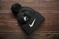 Мужская шапка с помпоном зимняя на флисе темно серая
