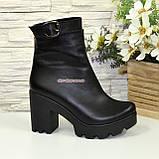 Ботинки  женские кожаные демисезонные на высоком каблуке, декорированы ремешком, фото 2