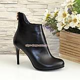 Черевики шкіряні жіночі туфлі на шпильці, декоровані блискавкою. Колір чорний, фото 2