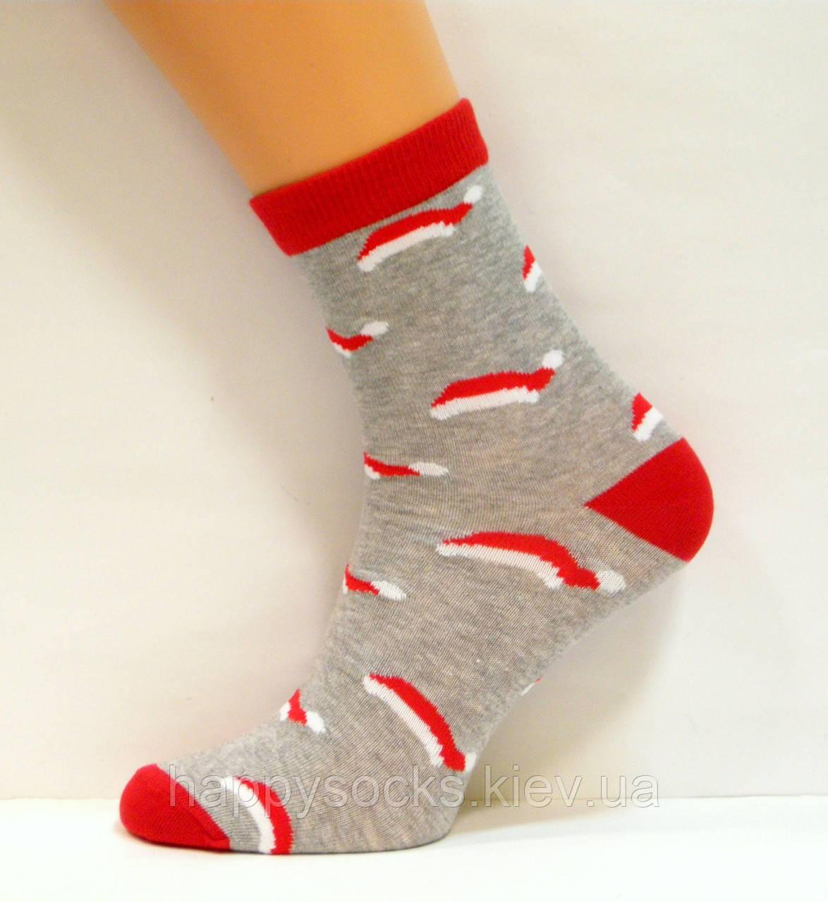 Высокие носки в новогоднюю шапочку серого цвета