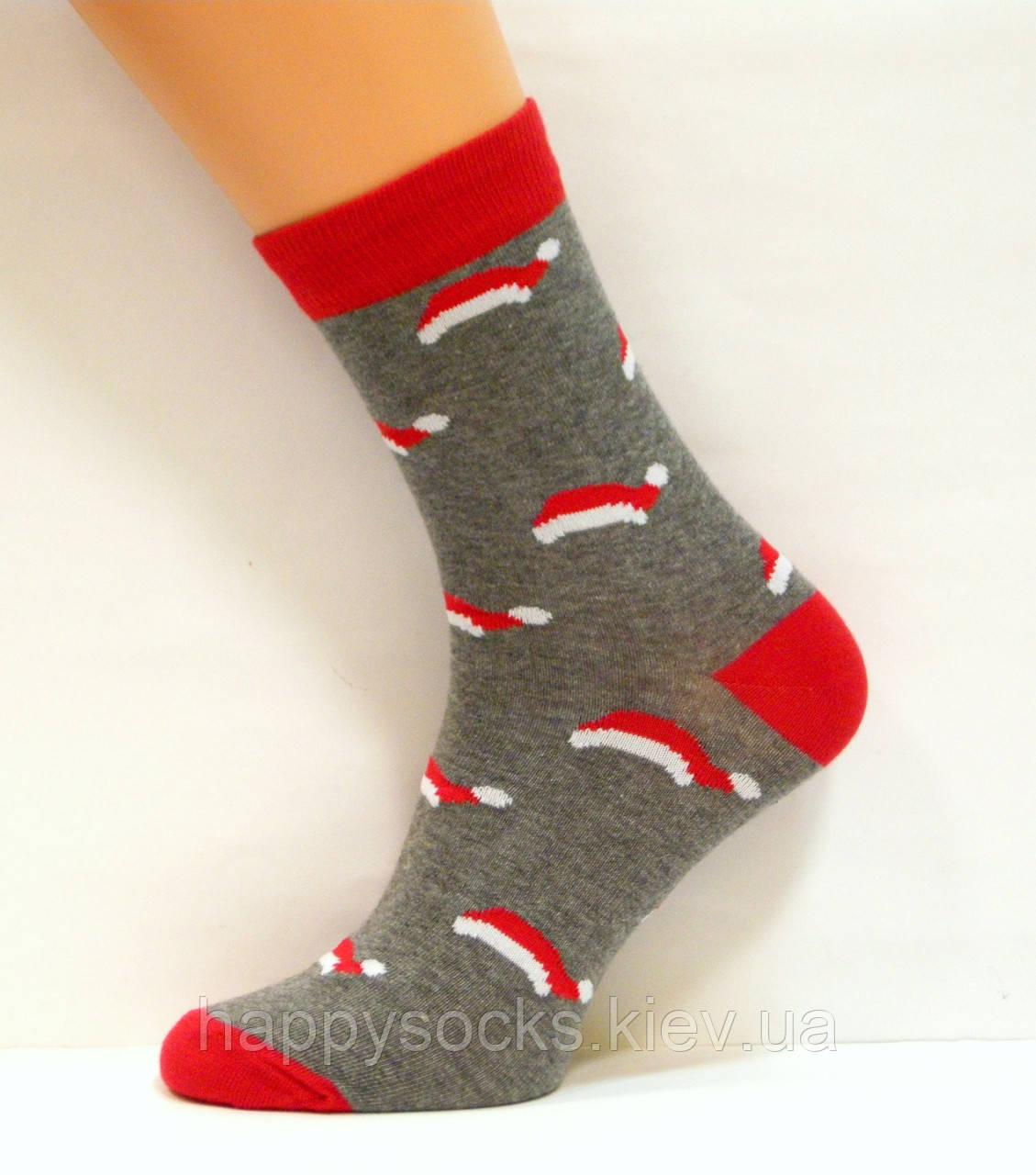 Носки цветные в новогоднюю шапочку темно-серого цвета